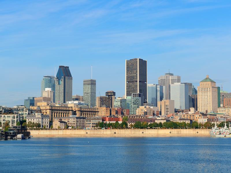 Vieux Montréal vu du fleuve St Laurent