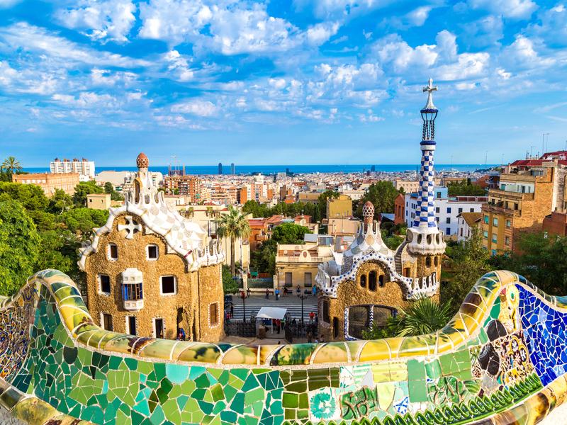 Vue sur Barcelona et la Méditerrannée à partir du parc Guell