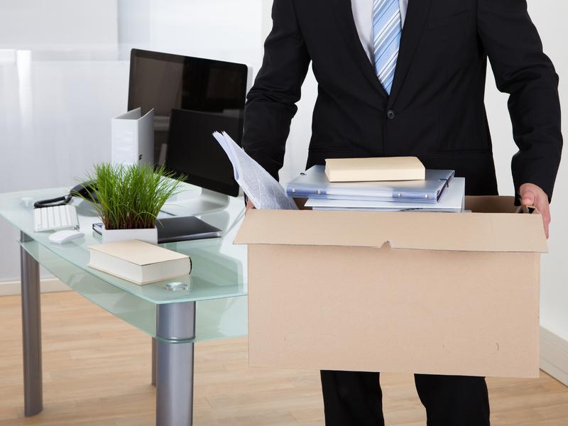 Homme d'affaires démissionne et quitte son employeur