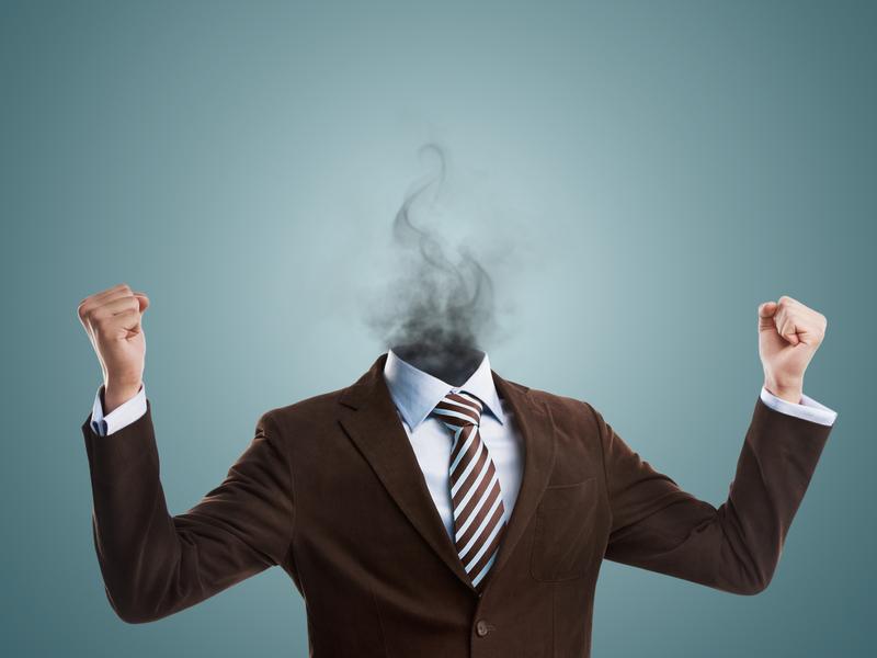 Homme d'affaires avec de la fumée à la place de sa tête